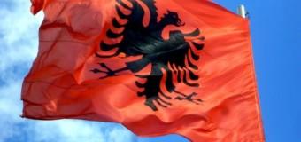 Krajë: Dënohet dhe dëbohet nga Mali i Zi për shkak të flamurit shqiptar
