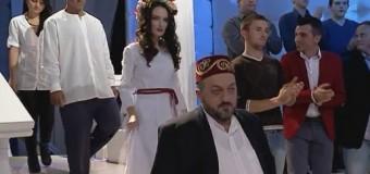 """Aktoret e """"Servantesi dhe Dulçinea"""" në Zonë e lirë (video)"""