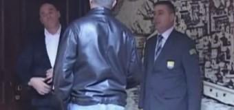 Rudoviqet protesojnë në komunë gjatë nënshrkimit të kontratës për Akua parkun (video)
