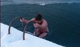 Jo e zakonshme: Jasmini lahet në Liqenin e Plavës në temperaturë -10 ̊C (video)