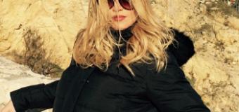 Leonora Jakupi: Ju përshëndes nga Ulqini i bukur (foto)