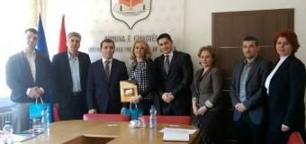 Përfaqësues të Komunës së Ulqin në takim me kryetaren e Gjakovës Mimoza Kusari – Lila (foto)