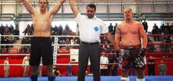 Kik bokseri nga Ulqini shpallet kampion dhe fiton me nokaut ndaj kundërshtarit në Cetinë (video e plotë)
