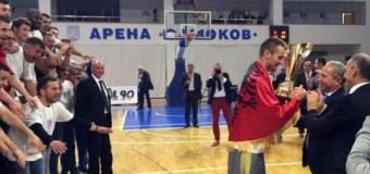 """Historike! Sigal Prishtina është kampion i Ligës Ballkanike në basketboll – 'Shpërthimi' në """"Zahir Pajaziti"""" (video)"""