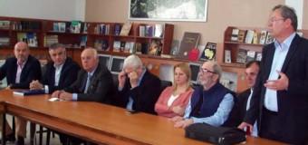 """Instituti i Librit Tiranë dhe  Shtëpia Botuese """"Toena"""" dhuruan libra  për bibliotekat e shkollave shqipe në Plavë dhe Guci"""