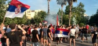 Tivar: Tifozët serbë djegin flamurin shqiptar
