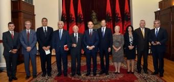 Vlerësim për Cafo Bogën – Presidenti Nishani vlerëson Fondin Shqiptaro-Amerikan të Ndërmarrjeve