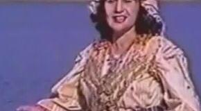 Kur Naile Hoxha dikur këndonte, çdo gjë pushonte! – Ja si u ndiqte kjo këngëtare në Anë të Malit