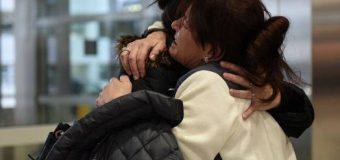 Lot dhe përqafime në aeroportin e Detroitit, pas 30 vitesh e deportojnë në Mal të Zi (video)