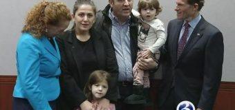 Drama e deportimit të familjeve shqiptare përfshinë edhe një grua shqiptare me 3 fëmijë