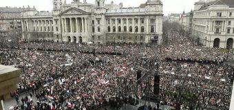 500 mijë hungarezë kundra Sorosit në një Miting të madh në Budapest para zgjedhjeve të 8 Prillit