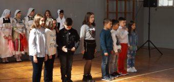 """Shhkolla fillore """"Gjergj Kastrioti –Skënderbeu"""" në Ostros shenoi përvjetorin e saj"""