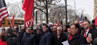 """Shqiptarët """"shumë të fortë…, agresivë"""" – Reagimi i shqiptarëve të Amerikës ndaj deklaratave të Presidentit Trump"""