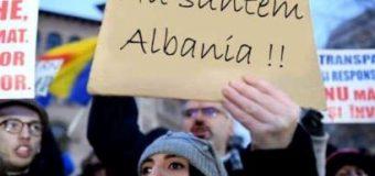 """Protestuesit në Rumani : """"Nu suntem Albania"""""""