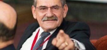 Kryetari i Komunës Nrekiqi u jep dorën në kuvend të gjithë këshiltarëve, por harron gazetarët