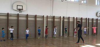 Entuziasëm i fëmijëve por edhe i prindërve për shkollën e sportit të hapur në Anë të Malit