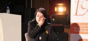 Vasfije Krasniqi-Goodman rrëfen publikisht përjetimet e dhunës seksuale gjatë luftës në Kosovë (video)