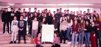 Gjysëm maturantët e shkollës fillore në Katërkollë donacion të hollash Porcionit falas Ulqin