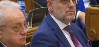 Deputet serbë s'e durojnë Talat Xhaferin në Kuvendin e Malit të Zi, incident në mbledhje (video)