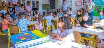 Nisi sot shkolla, 235 nxënës  ulen për herë të parë në bankat shkollore