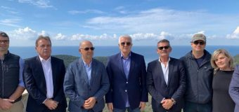 Kryeministri Markoviq viziton Ulqinin, me udhëheqësit komunal dhe të subjekteve politike në Valdanos