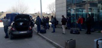 Punëtoret nga Shqipëria që punonin në Ulqin transportohen deri në pikën kufitare Bozhaj