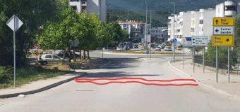 Komuna e Ulqinit e pamundur të sanojë një kanal në rrugë, 30m larg saj