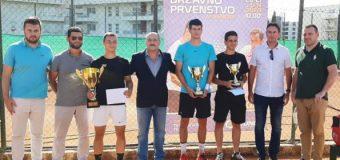 Tenis: Rrezart Cungu kampion i Malit të Zi në kategorinë e seniorëve