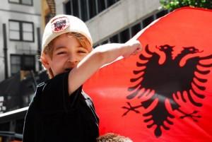 proteste-nju-jork-kunder-diskriminimit-te-shqiptareve-mal-te-zi
