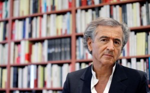 """French writer and philosopher Bernard-Henri Levy poses on November 8, 2011 in Paris. His new book, """"La Guerre Sans l'Aimer"""" (War Without Loving Her),  is focused on the backstages of the Franco-British aerian military intervention in Libya.  AFP PHOTO / PATRICK KOVARIK"""